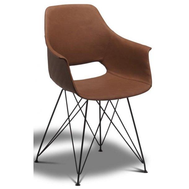 Ultra Presley lysebrun læder spisebordsstol med armlæn. Din pris kr 749,- ER37